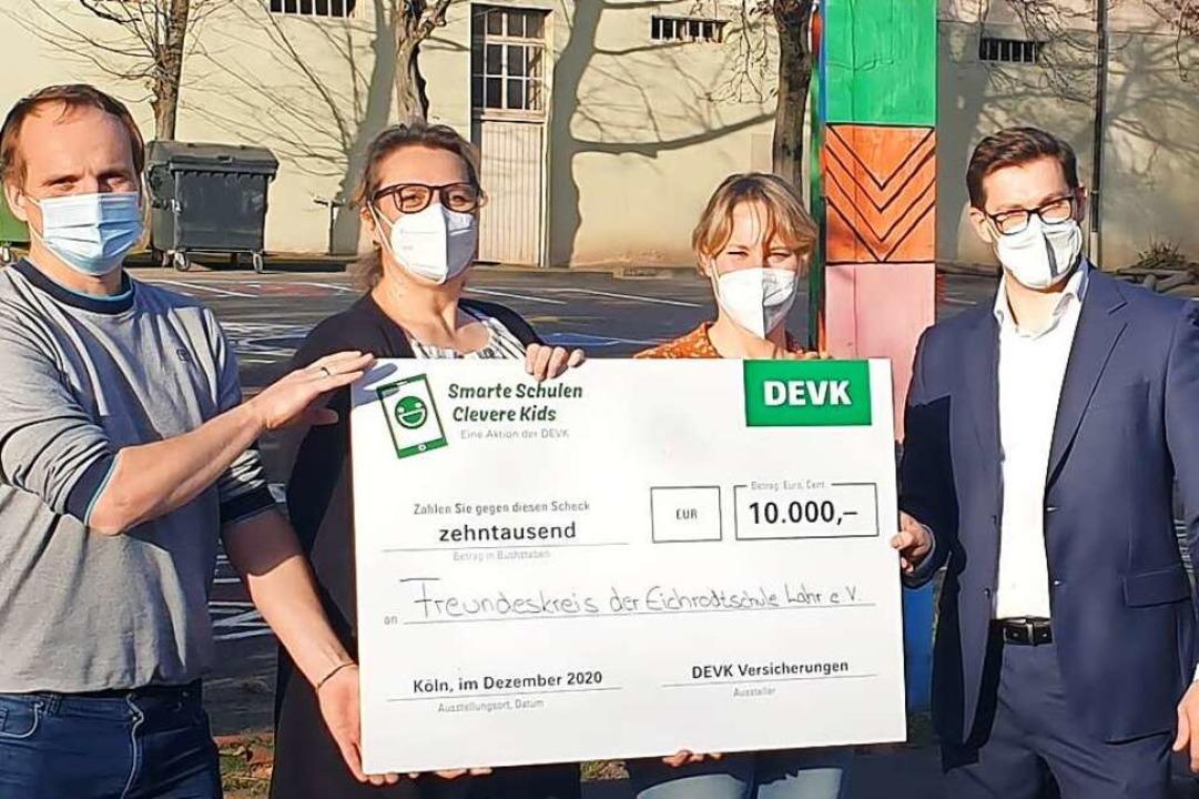 Eine Spende in Höhe von 10000 Euro hat...     DEVK-Agenturleiter aus Hausach.    | Foto: DEVK