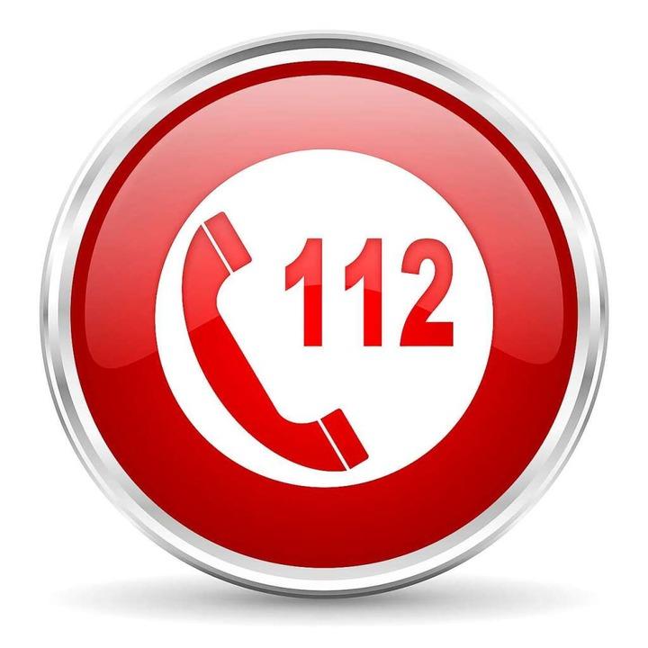 Wenn jemand in Not ist, schnell die 112 wählen.  | Foto: Alex White  (stock.adobe.com)