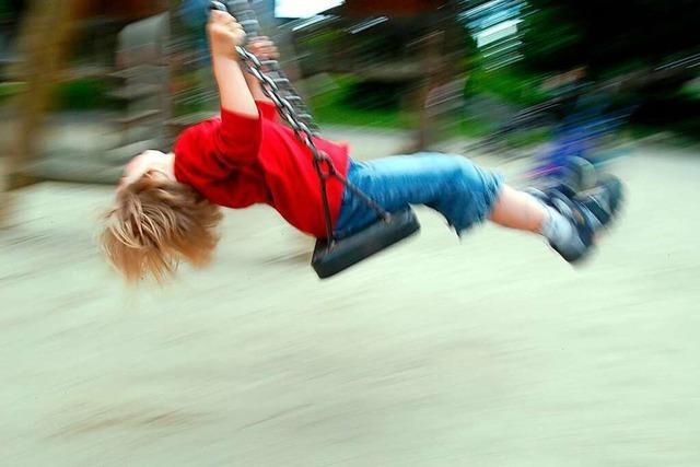 Unbekannter Erwachsener stößt auf Freiburger Spielplatz 11-Jährigen zu Boden