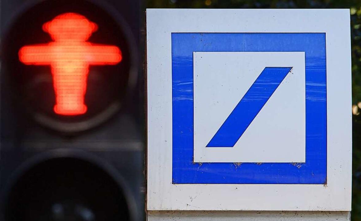 Ein eigenes SB-Gerät wird es für Emmen...Kunden der deutschen Bank nicht geben.  | Foto: Robert Michael (dpa)