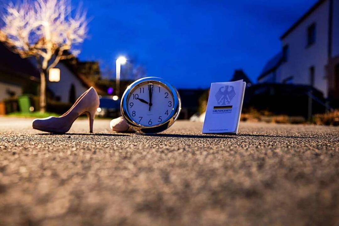 Ab 22 Uhr soll  künftig in Hotspot-Lan...te dies als verhältnismäßig einstufen.  | Foto: Fotostand / K. Schmitt via www.imago-images.de