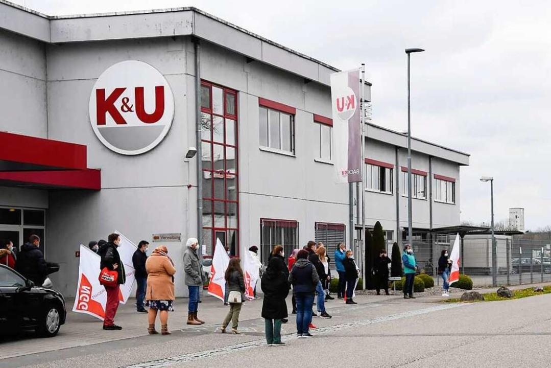 Protest bei K&U am Sonntag in Neuenburg.  | Foto: Volker Münch