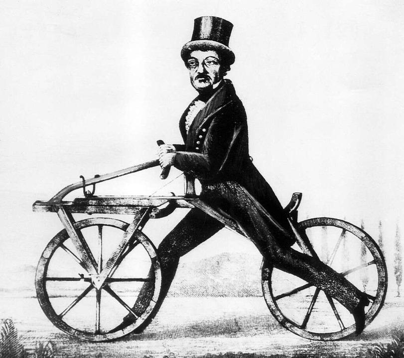 So sah das hölzerne Laufrad aus, das Karl Drais im Jahr 1817 erfunden hat.  | Foto: dpa