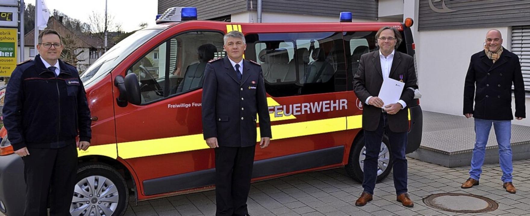 Bei der Ehrung für <SV-zahl/>Carsten G...lger Bürgermeister Matthias Litterst.     Foto: Gemeinde