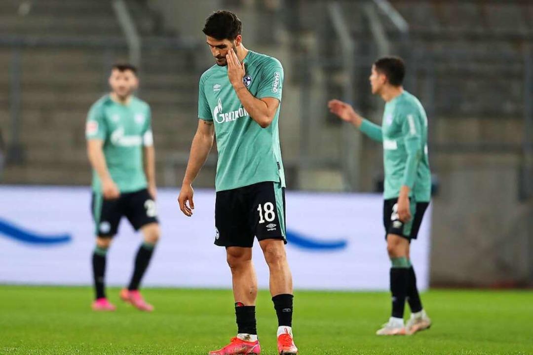 Schalkes Stürmer Goncalo Paciencia reagiert nach dem 1-0 von Bielefeld.    Foto: Friso Gentsch (dpa)