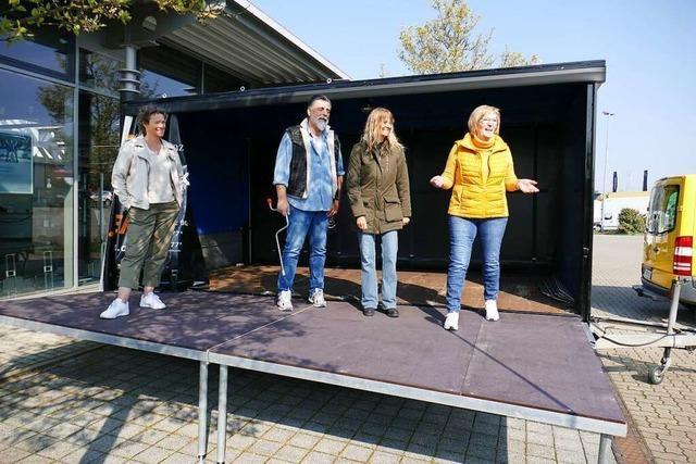 Auf Tour rund um Emmendingen mit einer mobilen Bühne