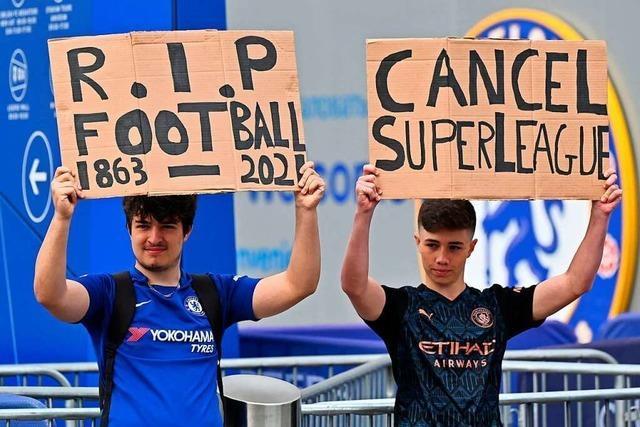 Englische Fans protestieren gegen die geplante Super League