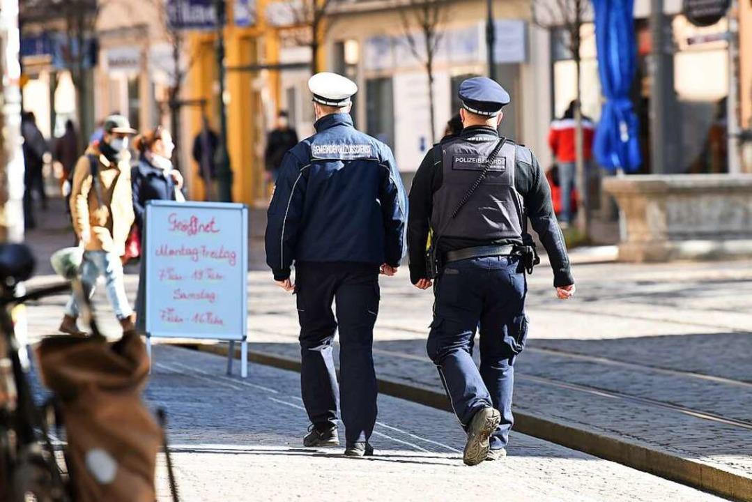 Der Vollzugsdienst im Einsatz.  | Foto: Rita Eggstein