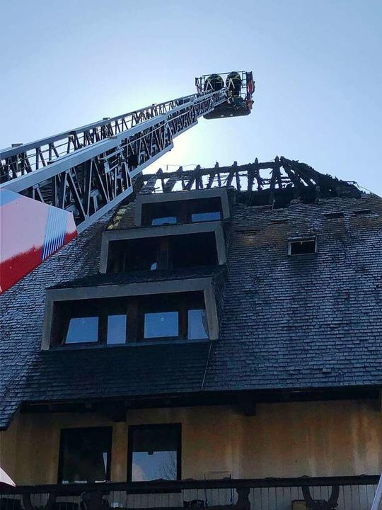 Die Feuerwehr Titisee-Neustadt ist zur Brandwache noch auf dem Hof.    Foto: Tanja Bury