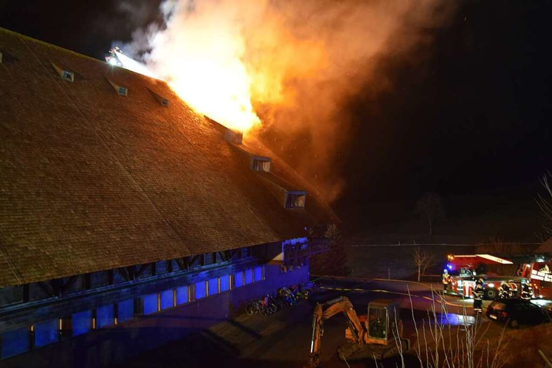 Fünf Stunden dauerte es, bis das Feuer gelöscht war.    Foto: Kamera24