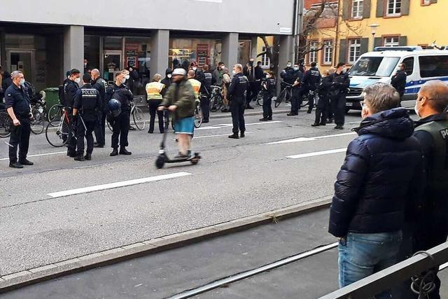 Freiburger Coronakorso am Greiffeneggring blockiert