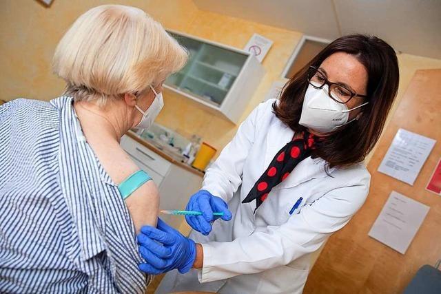 Zwei Lörracher Hausärzte erzählen, wie schön und aufwändig das Impfen ist