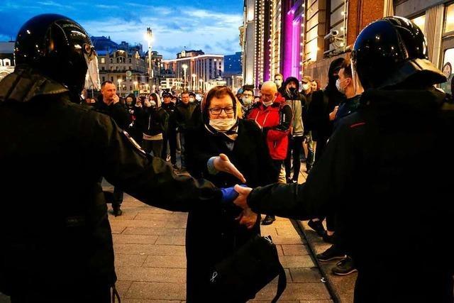 Polizei geht massiv gegen demonstrierende Nawalny-Anhänger vor