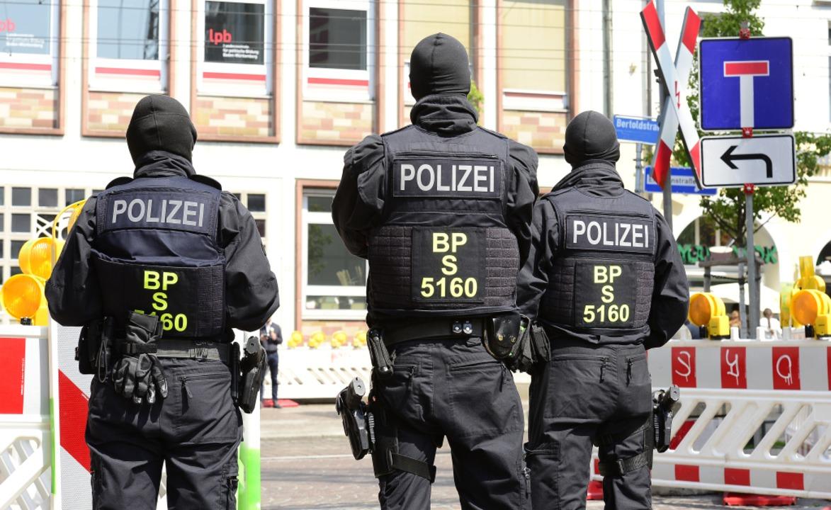 Der Polizeieinsatz in Freiburg ist Teil von mehreren Durchsuchungen bundesweit.  | Foto: Ingo Schneider