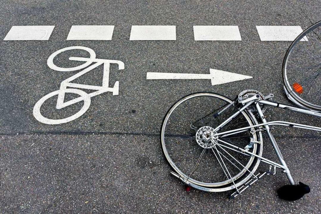 Weil er den Sicherheitsabstand nicht e...Radlerin zu Fall gebracht. Symbolbild.    Foto: Thomas Kunz
