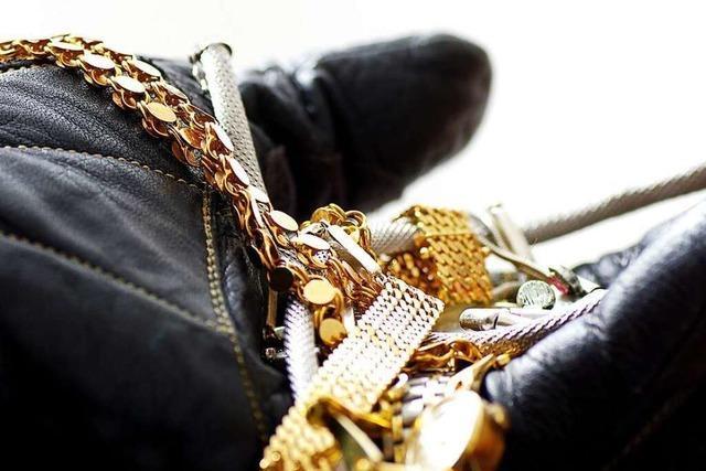 Betrüger aus Rheinfelden verkauft Goldarmband und liefert Klebeband