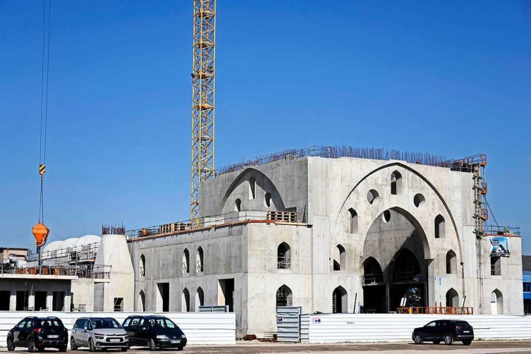 In der Eyyub-Sultan-Moschee im Süden S...äter einmal 2500 Muslime Platz finden.  | Foto: FREDERICK FLORIN (AFP)