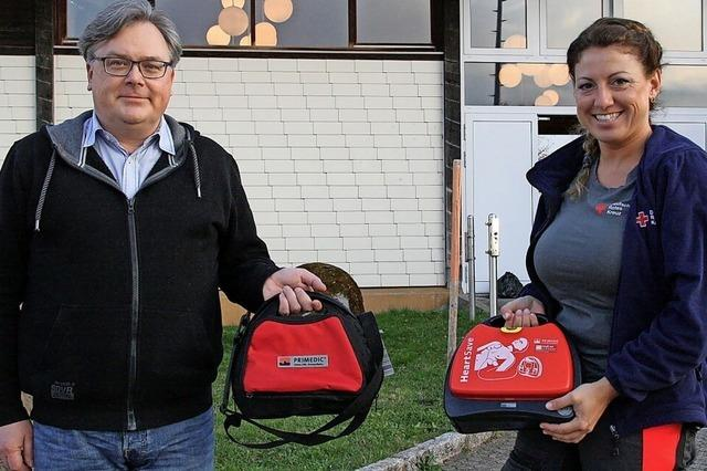 Freude über 13 Defibrillatoren