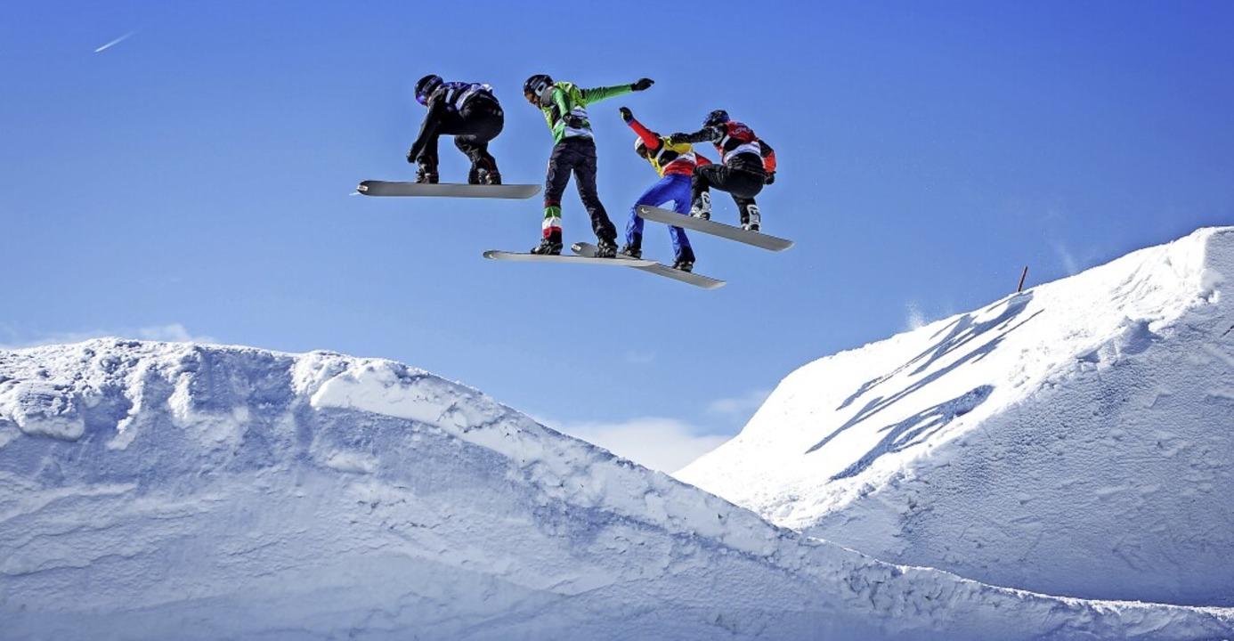 Über den Dingen schweben: Bei Snowboar...npiste sind bei Weltcuprennen Alltag.   | Foto: Baschi Bender