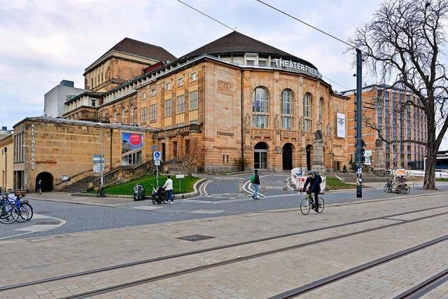 Junge Frau bei Attacke am Stadttheater verletzt