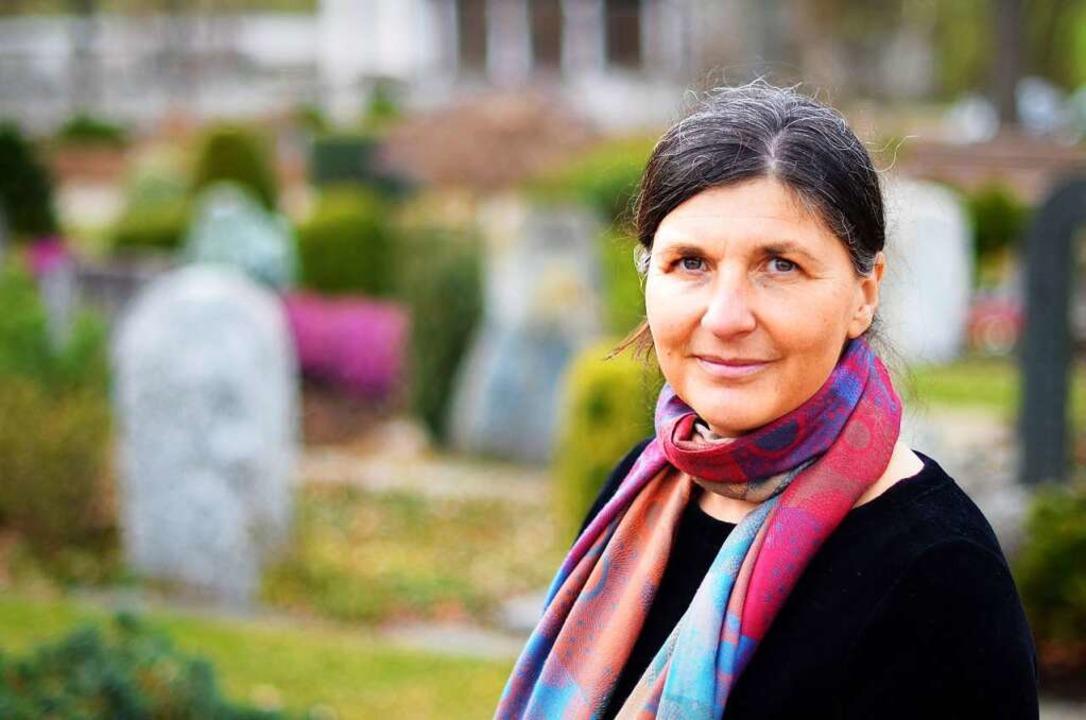 Die Trauerrednerin Bettina Hensler    Foto: Kathrin Blum