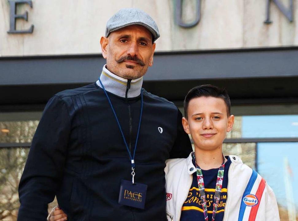 """Für Vater  Barida ist Shahab weiterhin auch der """"Lauselümmel"""".    Foto: Christina Horsten (dpa)"""