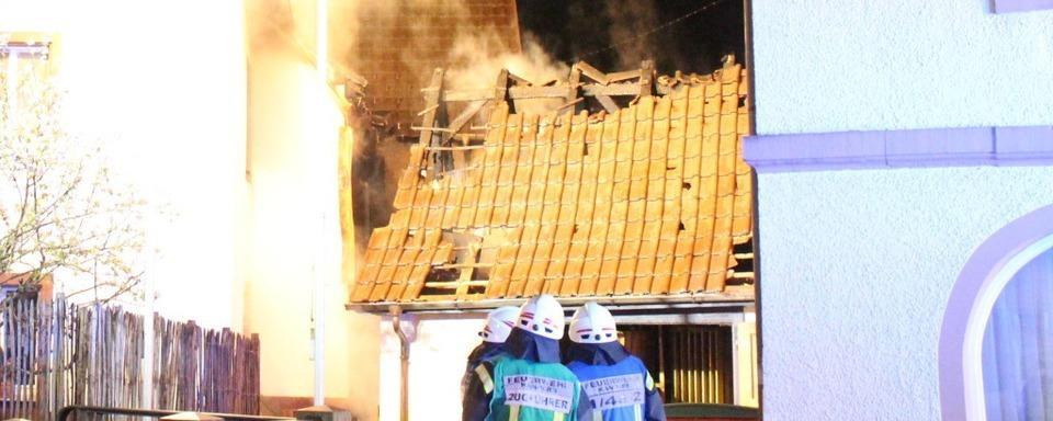 Feuerwehr verhindert Übergreifen eines Brandes auf das Rathaus Riedlingen