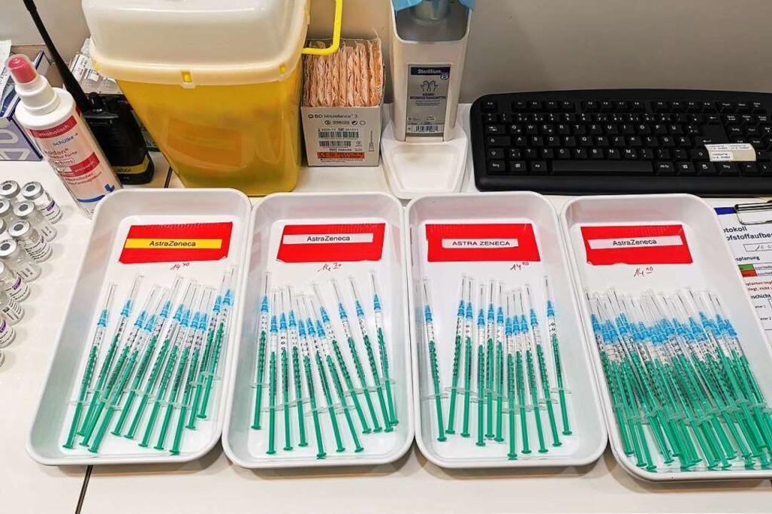 Astrazeneca-Spritzen im Kenzinger Impfzentrum  | Foto: Patrik Müller