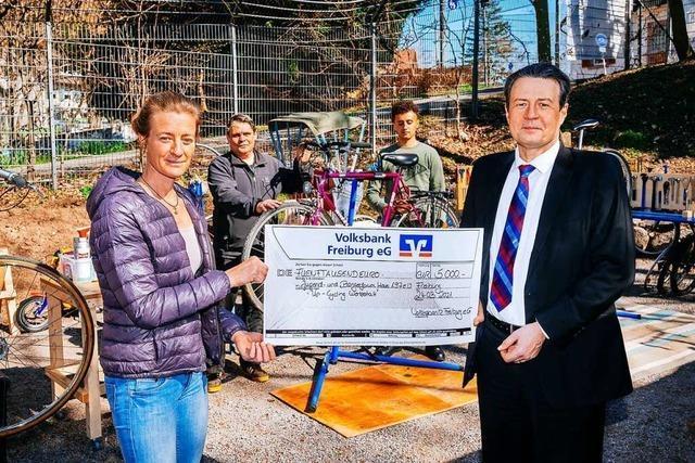 Volksbank spendet für Radwerkstatt-Projekt in Littenweiler