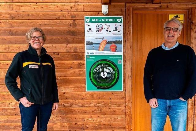Am Opfinger See hängt jetzt ein Defibrillator