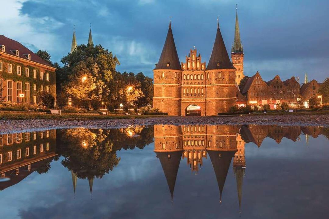 Zeichen von  Macht und Reichtum: das Lübecker Holstentor  | Foto: Kerstin Bittner via www.imago-images.de