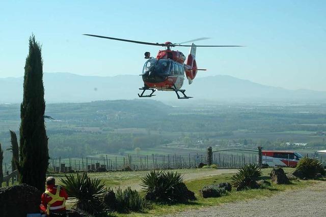 Wie werden Menschen an einem 90 Meter langen Stahlseil aus einem Rettungshelikopter herabgelassen?