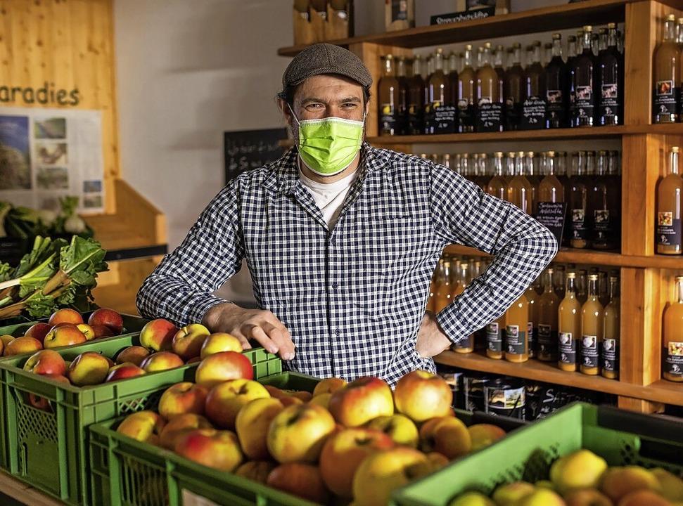 Johannes Geng im Hofladen Obstparadies in Staufen     Foto: Philipp von Ditfurth (dpa)