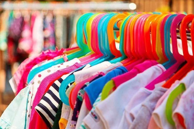 Wie man gebrauchte Kinderkleidung schnell und günstig kaufen und verkaufen kann