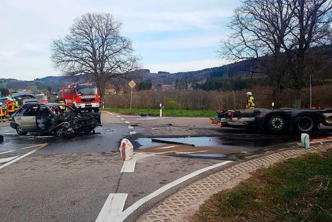 Ein schwerer Unfall ereignete sich am Montagmorgen nahe Hottingen.  | Foto: Axel Kremp