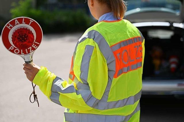 Bei Motorradkontrollen ahndet die Polizei auch Corona-Verstöße