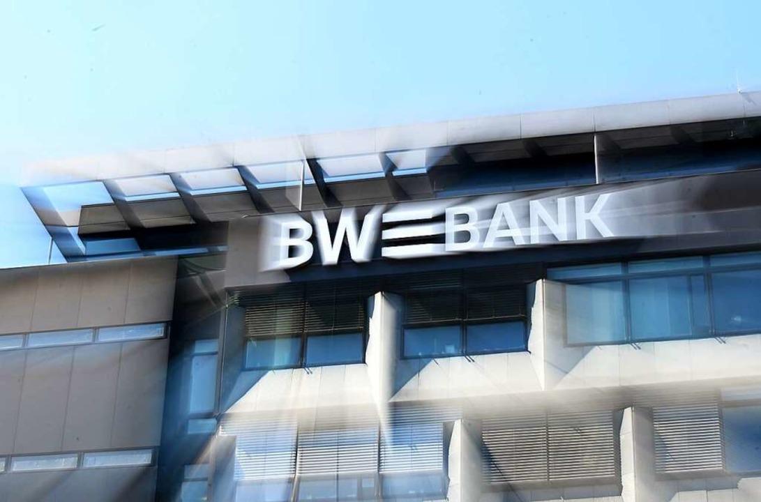 Die BW-Bank dünnt ihr Filialnetz aus.   | Foto: Bernd Weissbrod (dpa)