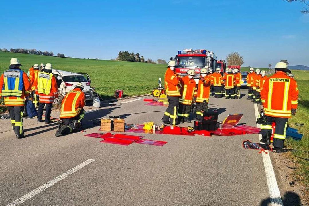 Die Rettungskräfte waren mit einem Großaufgebot vor Ort.  | Foto: kamera24