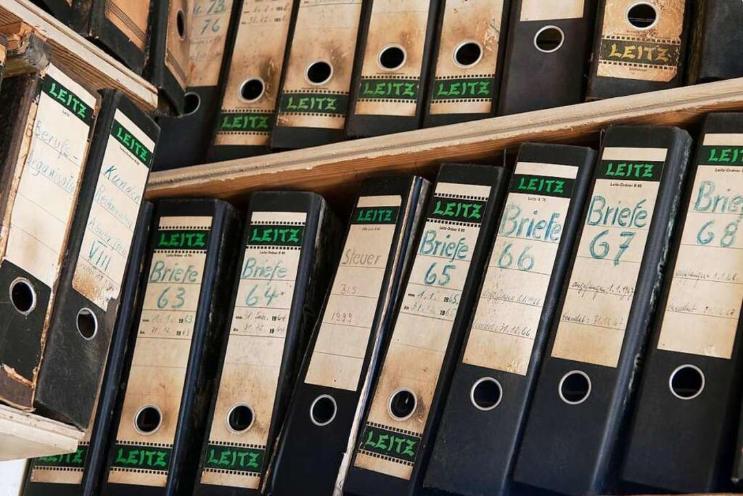 Wichtige Schriftstücke bewahrt man am besten gut sortiert in Aktenordnern auf.  | Foto: Wolfgang Cezanne