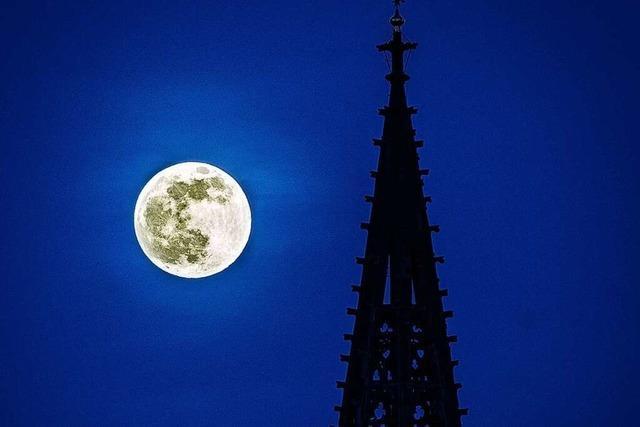 Spektakuläres Foto zeigt den Pink Moon über Freiburg