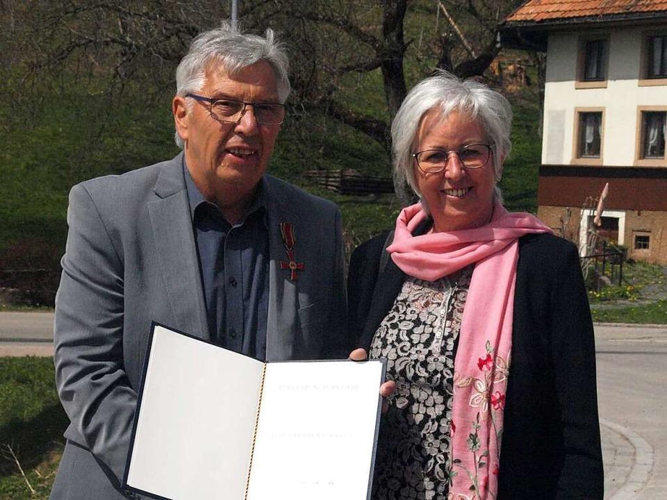 Für sein  Engagement in Natur- und Vog...stützt wird er von seiner Frau Bärbel.  | Foto: Karin Stöckl-Steinebrunner