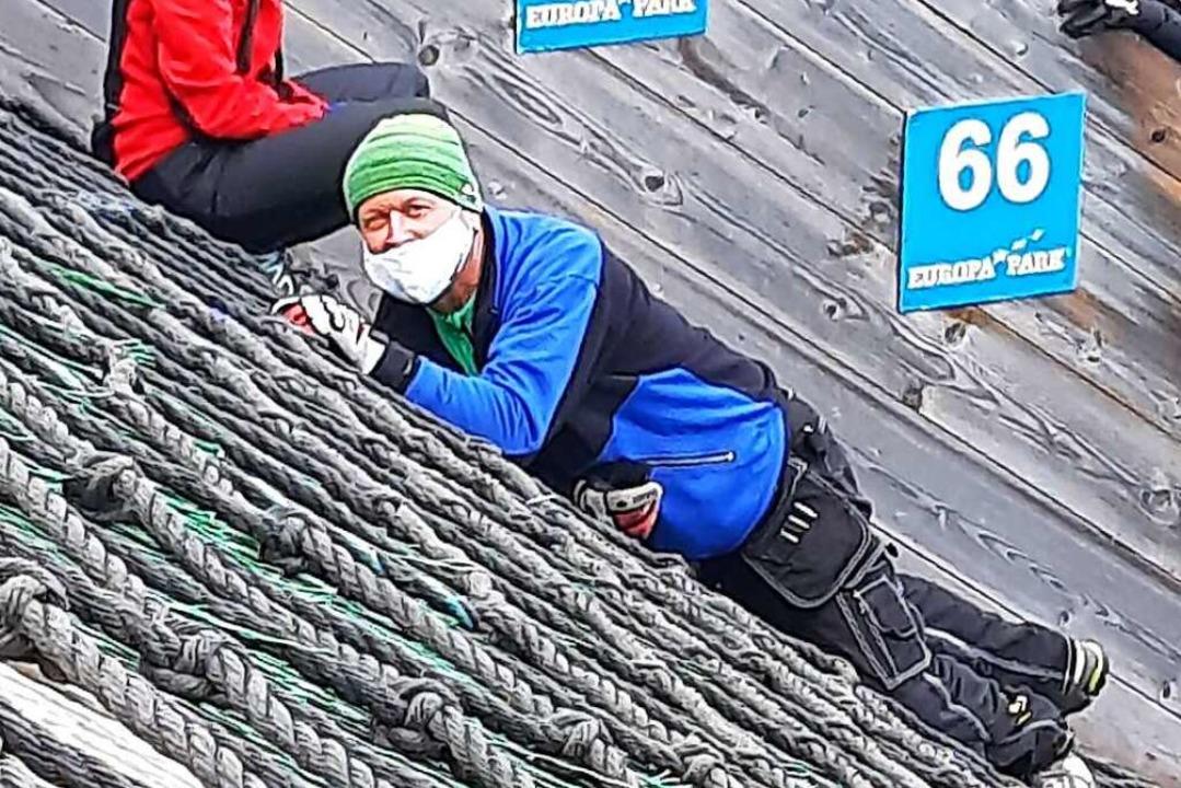 Liegen vor dem fliegen lernen: Rolf Sc...g der Hinterzartener 70-Meter-Schanze.  | Foto: Johannes Bachmann