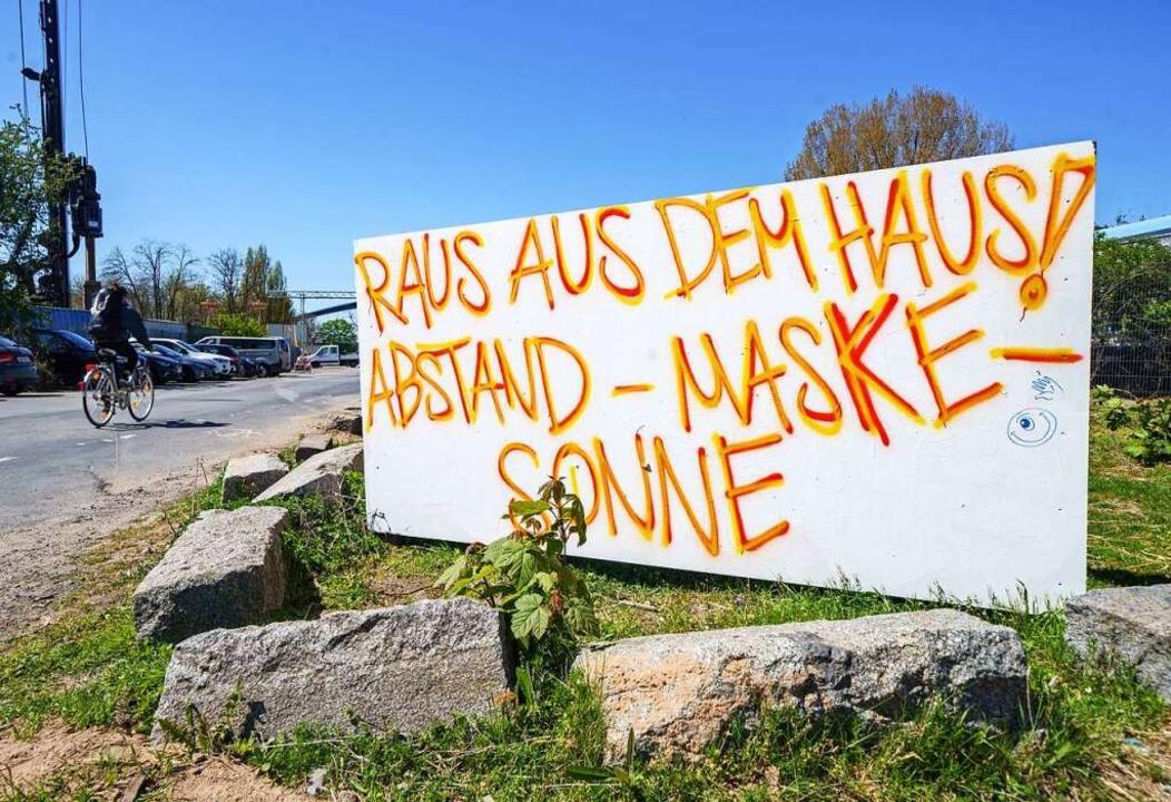 Es gibt nach wie vor eine Mehrheit der...chen, die sich an die Maßnahmen halten  | Foto: Frank Rumpenhorst (dpa)