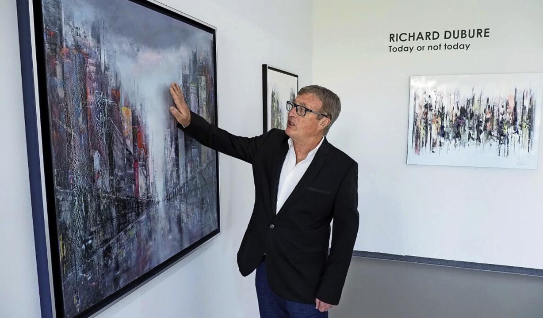 Der vielfach ausgezeichnete Autodidakt Richard Dubure in der Galerie Messmer  | Foto: Michael Haberer
