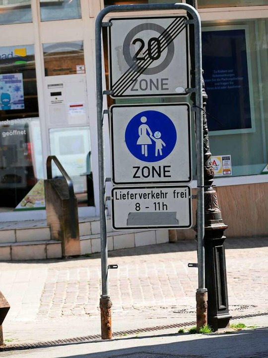 Übergang von der Tempo-20-Zone in der Gartenstraße zur Fußgängerzone Lammstraße.  | Foto: Hans-Peter Müller