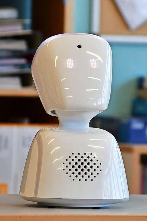 Kalle, der Präsenzroboter, kann den Kopf heben und senken.  | Foto: Tanja Bury