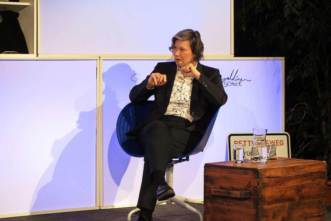 Kerstin Krieglstein im Talk mit Anastacia Gramespacher und Jannik Pfister  | Foto: Dorothee Philipp