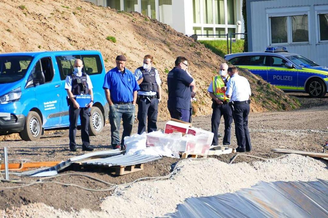 Experten vor Ort begutachten die Lage    Foto: Christian Kramberg