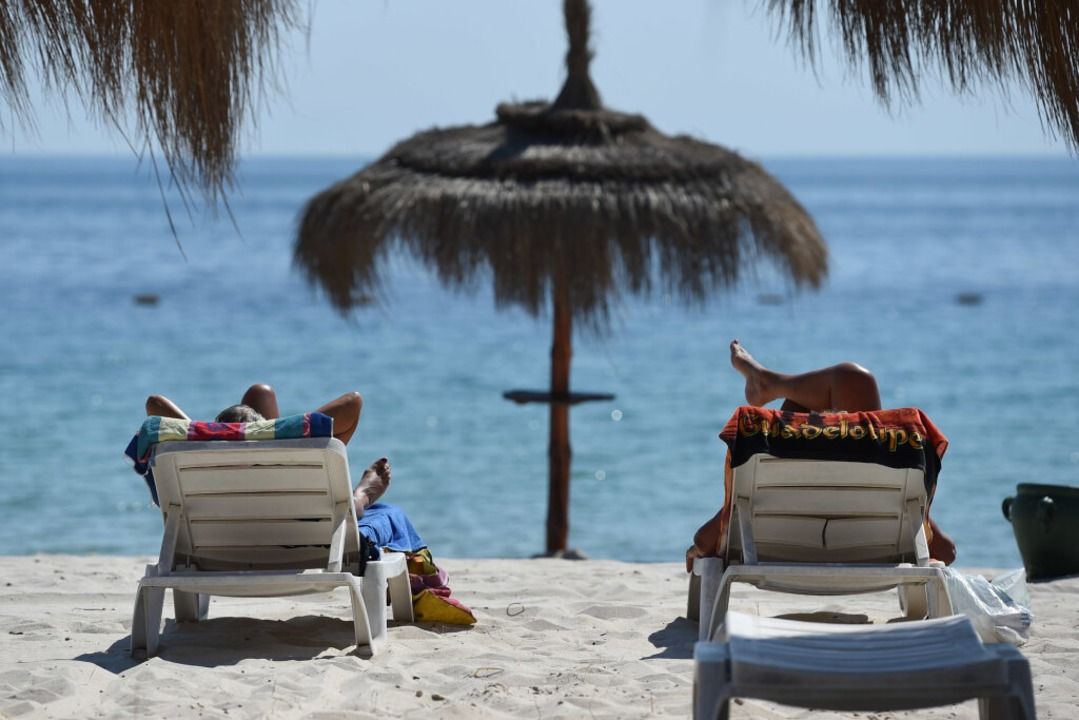 Davon träumt man doch in Zeiten der Pandemie: Strandurlaub  | Foto: Andreas Gebert (dpa)