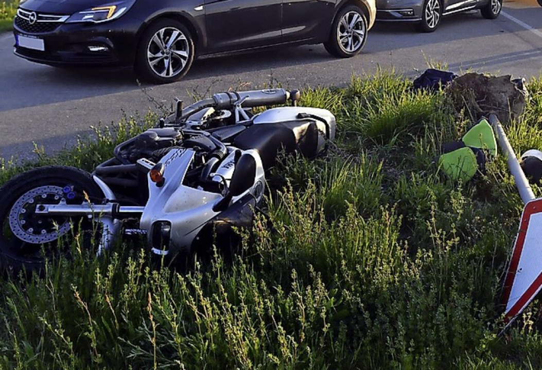 Motorradunfall bei Kürzell    Foto: Wolfgang Künstle